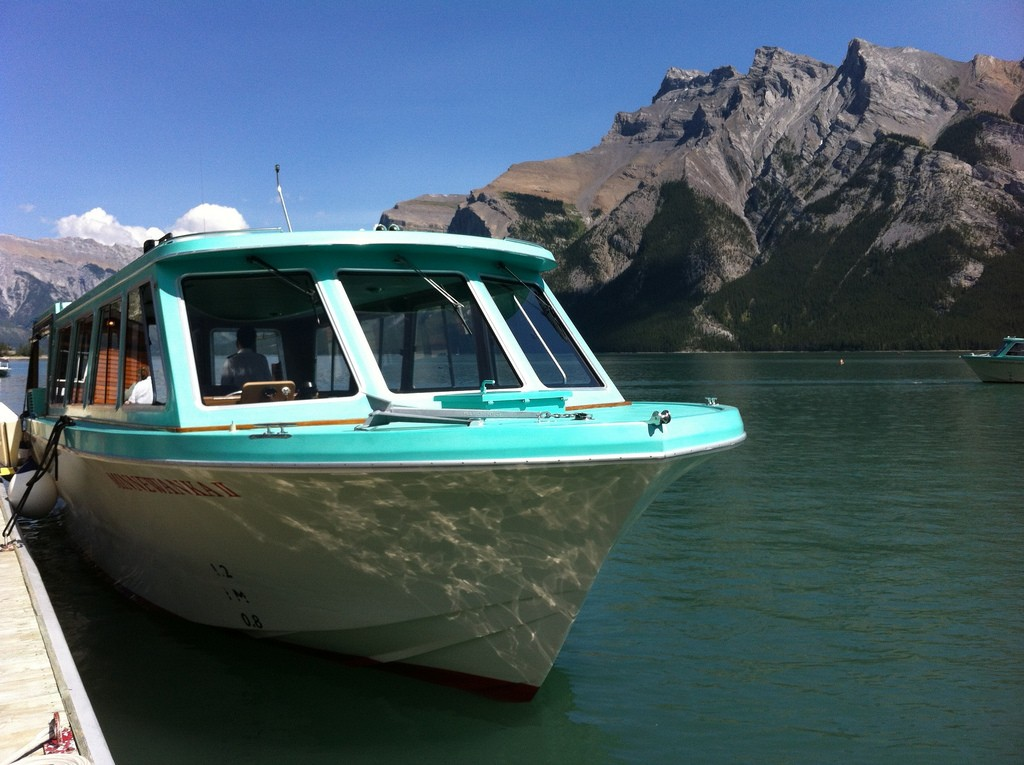 Lake Minnewanka Tour