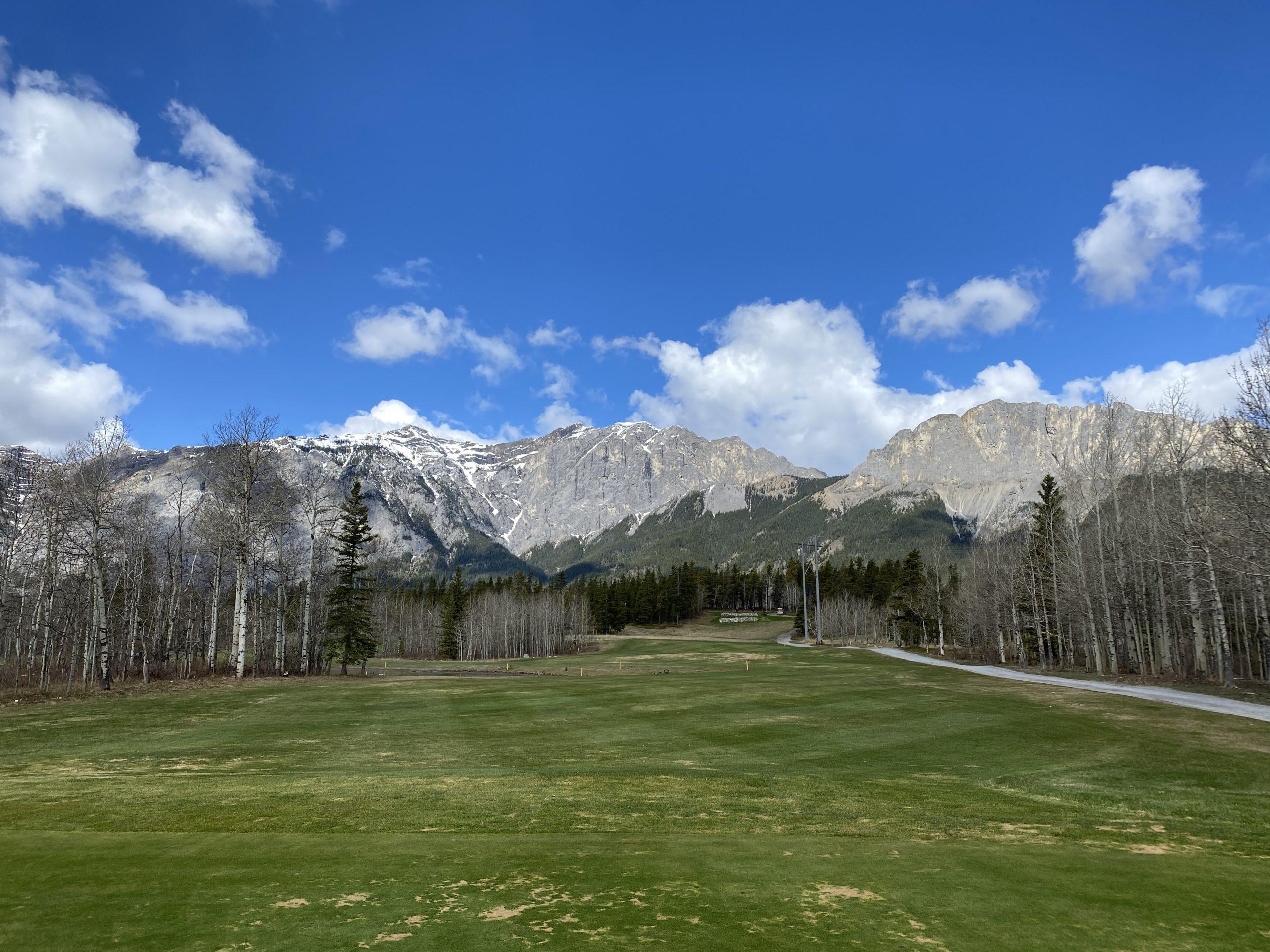 brewsters kananaskis ranch golf with Mount Yamnuska